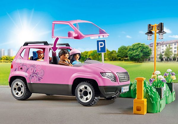 Playmobil City Life 9404 Family Car with Parking - image 9404_Family-Car-with-Parking-Space_3-600x420 on https://pop.toys